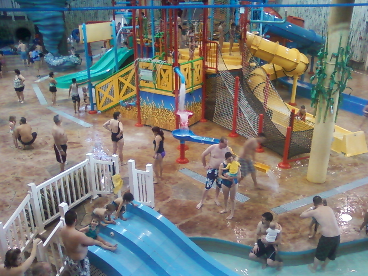 Nov 05,  · The weather was questionable so we decided to look into going to splash universe. Our 3 yr old grandson loved it as it was full of children and lots of fun for him. I would say it's geared towards families with young children.3/5().